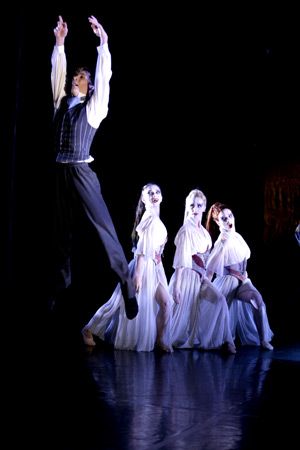 Jonathan & Dracula's Brides (Photo: Merlin Hendy)